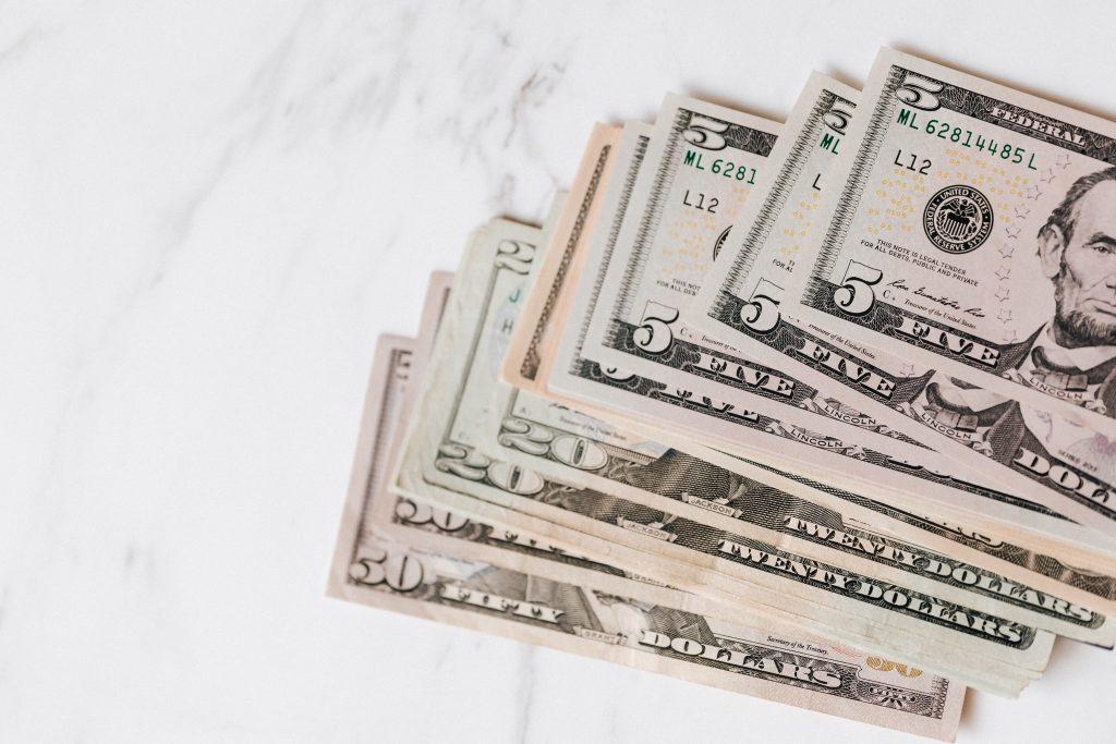 cash us dollars on table